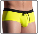 M909 Beachclub: neon yellow dazzles not only at the beach but also in the black...