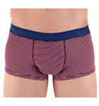 Boxerbrief in majority cotton with just enough elasthan for an optimum comfort with thin burgundy and white stripes. Contrasted elasticated waistband incrusted by a thin slightly shiny border. Lined front pouch.