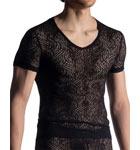 De la dentelle masculine noire pour attirer les regards avides sur soi. Le motif rappelle les tatouages tribaux et laisse entrevoir beaucoup de peau masculine chargée de sensualité.