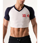 100% two-coloured cotton short T-shirt. Were you looking for originality? Here is a very short V-neck T-shirt to make your abs appear. Logo code 22 in front of the brand.